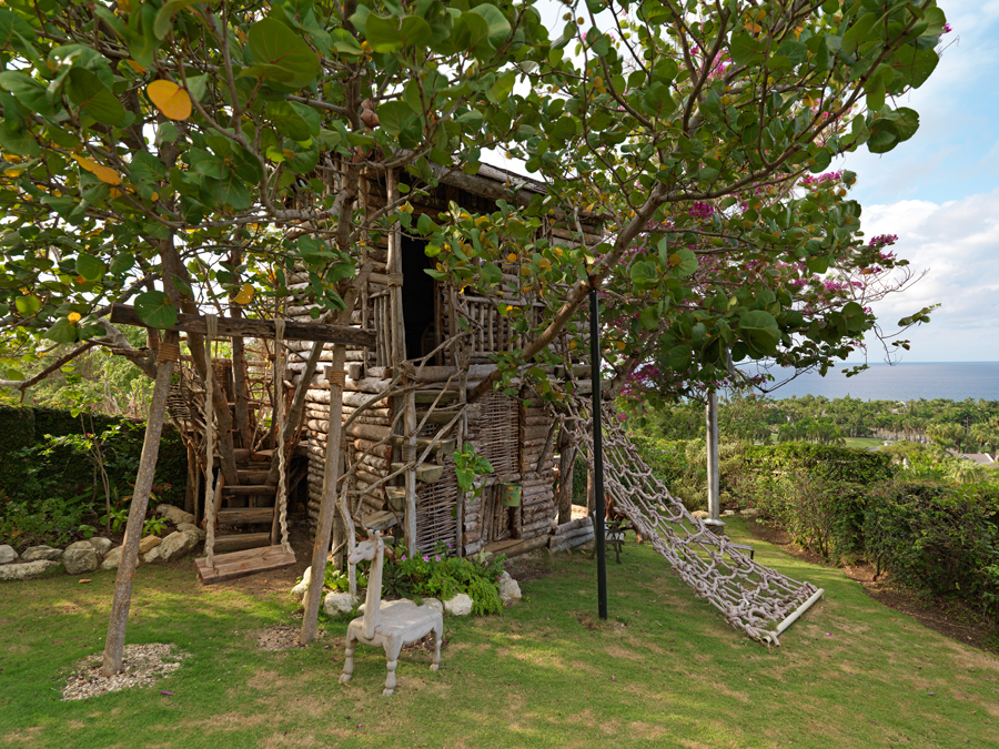 ... the wonderful Greatview TREE HOUSE named LITTLEVIEW!  You've found the famous headquarters of THE GREATVIEW KIDS CLUB where enchanting adventures are in store for young members.