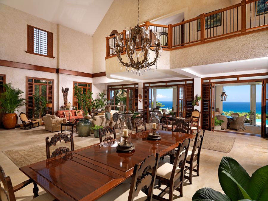 THE GREAT ROOM It is an airy and comfortable space under a two-story ceiling, beautifully furnished ...