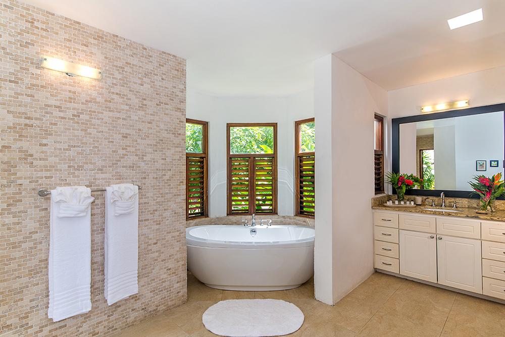 ... and en suite bath with Jacuzzi, double vanities, zero-entry indoor shower ...