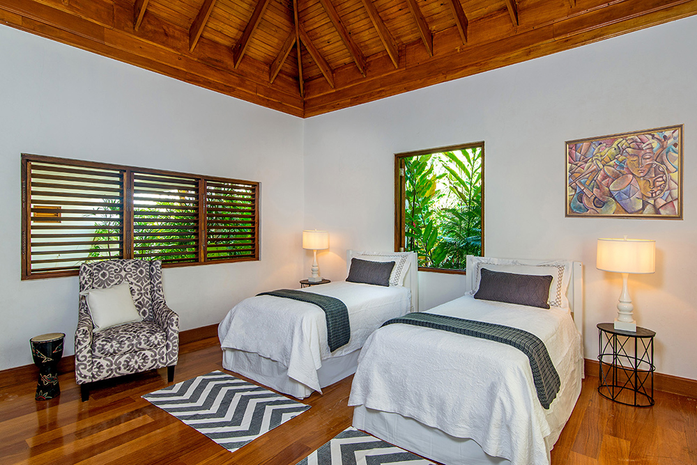 The Bunk Room can convert to a beautiful White Room with king or twin beds. When it becomes the White Room, Allamanda can accommodate 5 couples.
