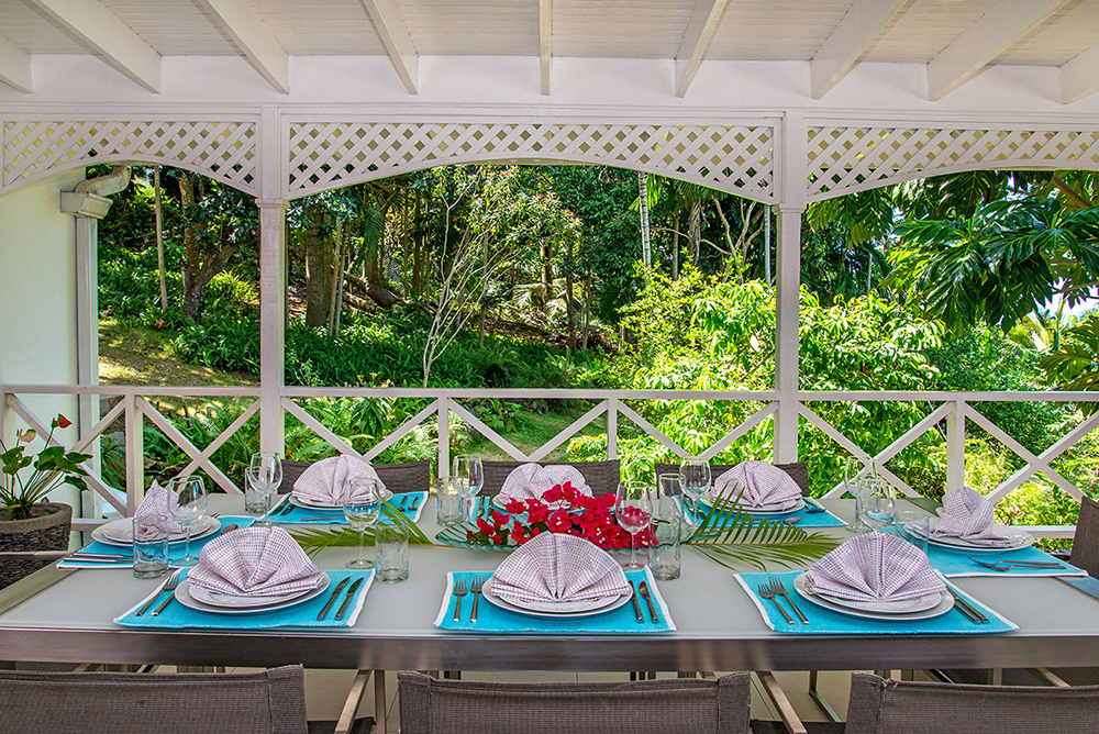 The talented chef starts your day with eye-opener Jamaican coffee followed by a cooked-to-order al fresco breakfast, then lunch on the porch, poolside evening hors d'oeuvres, a delicious mult