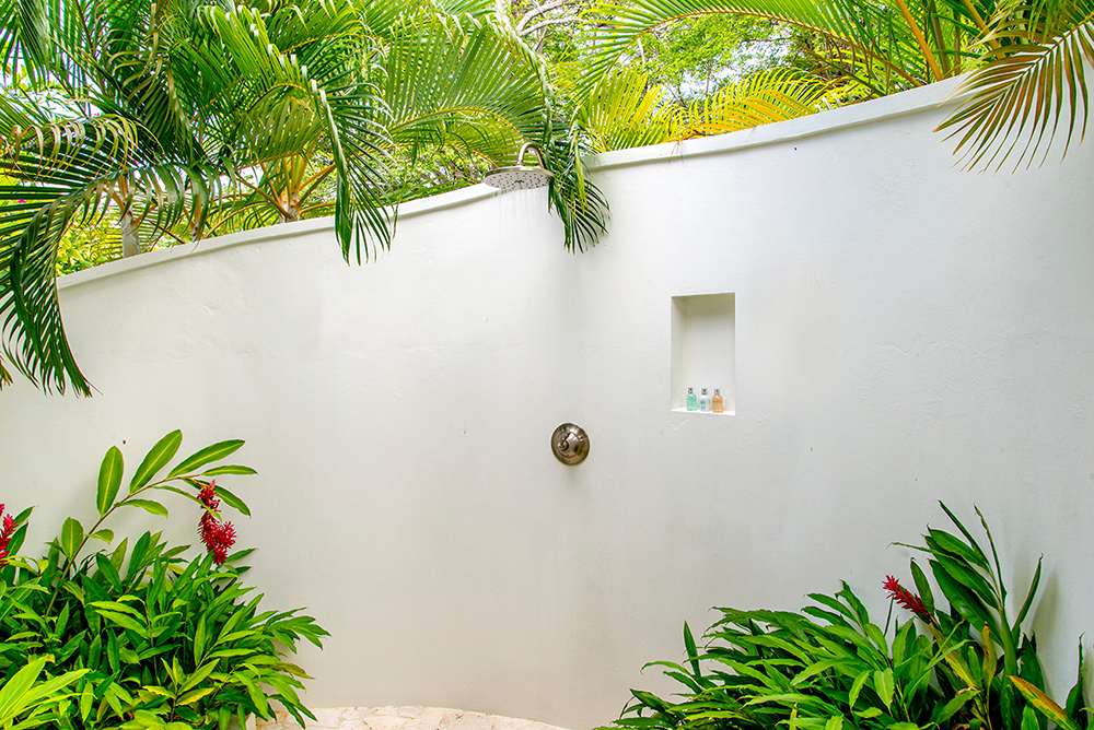 Every bedroom comes with an en-suite bathroom ... each of which connects to its own garden shower for bathing under palm trees, sun and stars.  Tropical and very private.