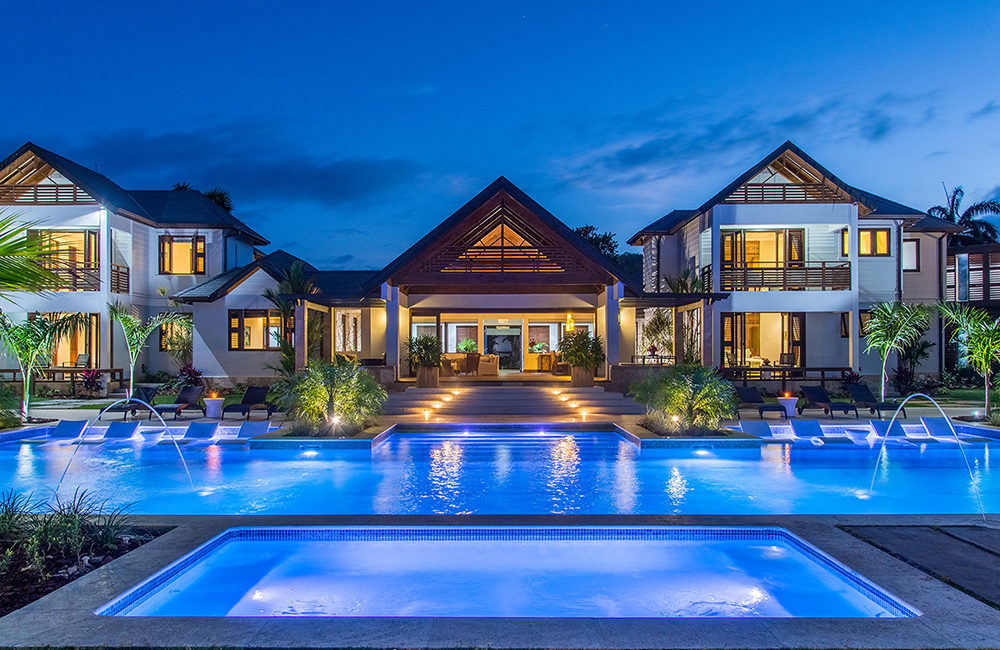 CANOE COVE is a remarkable beachfront villa built in 2015.