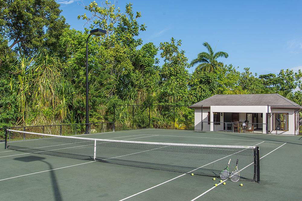 All-day sports on land and sea are on site.  The Har-Tru green clay tennis court is fast-dry and lit for night play.