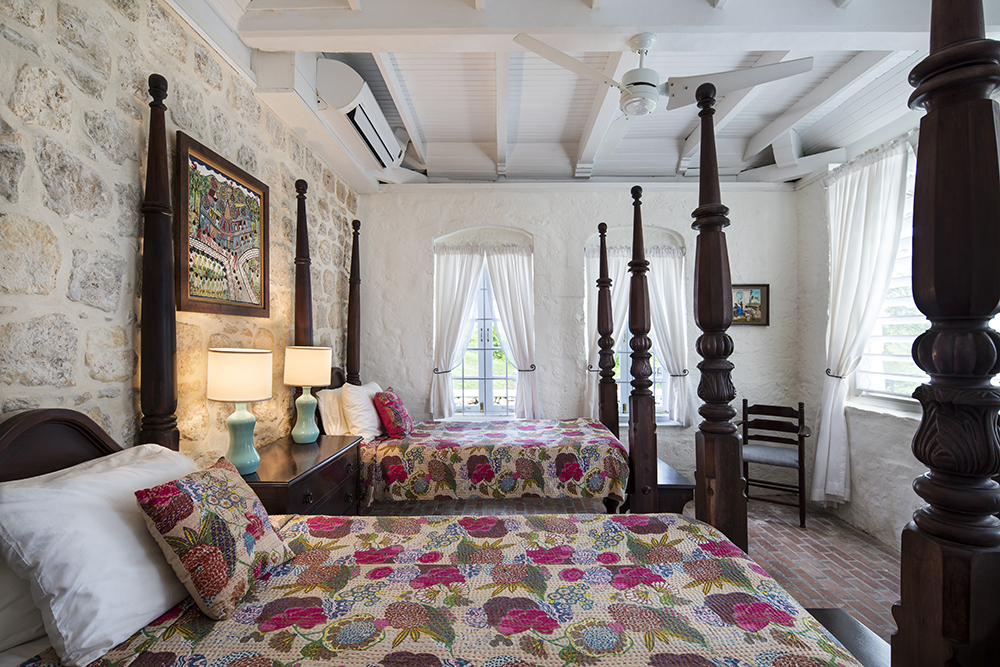 Bedroom 1, with Four poster twin beds with ...