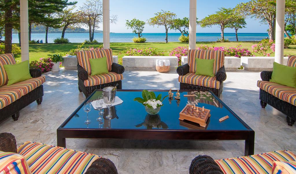 Everyone's favorite gathering place is the verandah ...