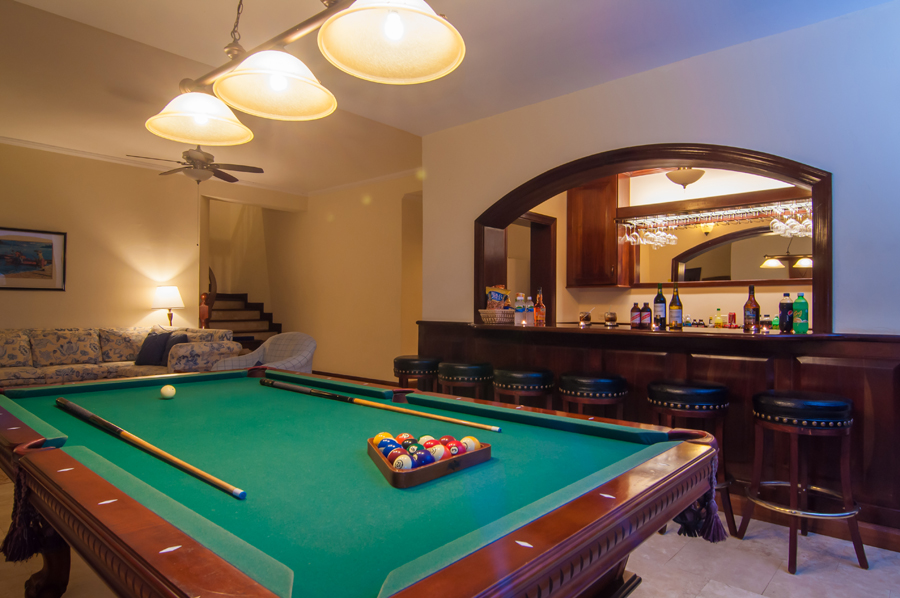 ... pool table that converts to a ping pong table ...