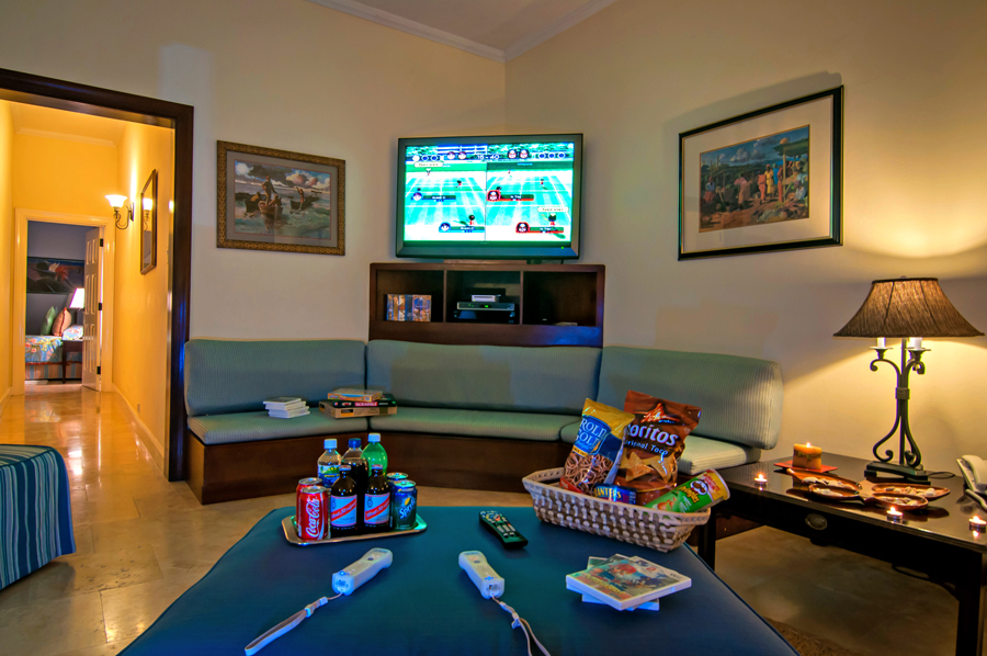The Family Room and bar open to the verandah so Roy can serve guests watching the game ...