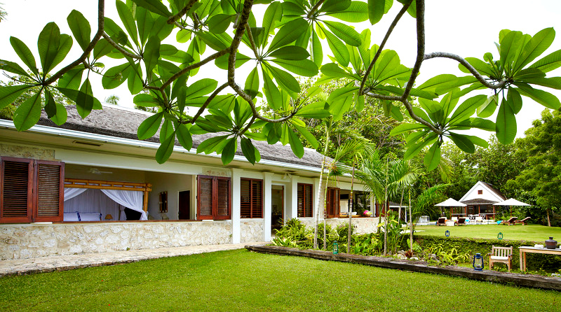 The FLEMING VILLA is the main villa at GoldenEye. Its 3 bedrooms are exotic and romantic, each with bamboo bed and private en-suite bathroom.