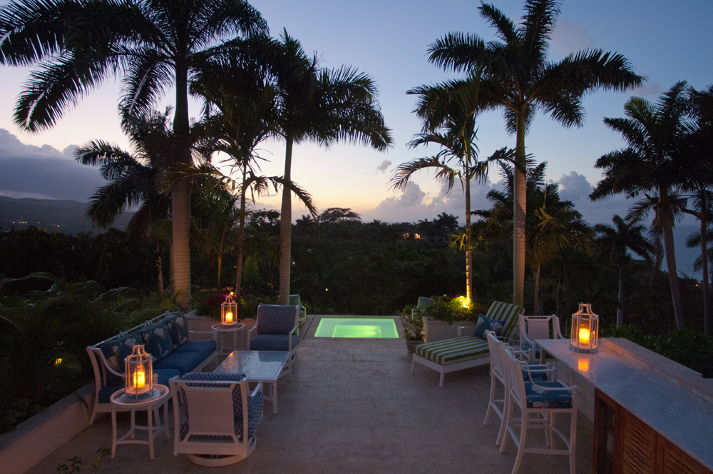 ... for a last drink or two at the outdoor bar under the palms.