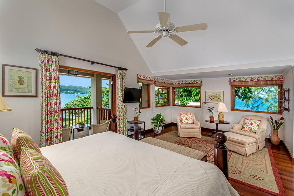 Level 3 - Bedroom 5, Captain's room with king size bed & en-suite bathroom