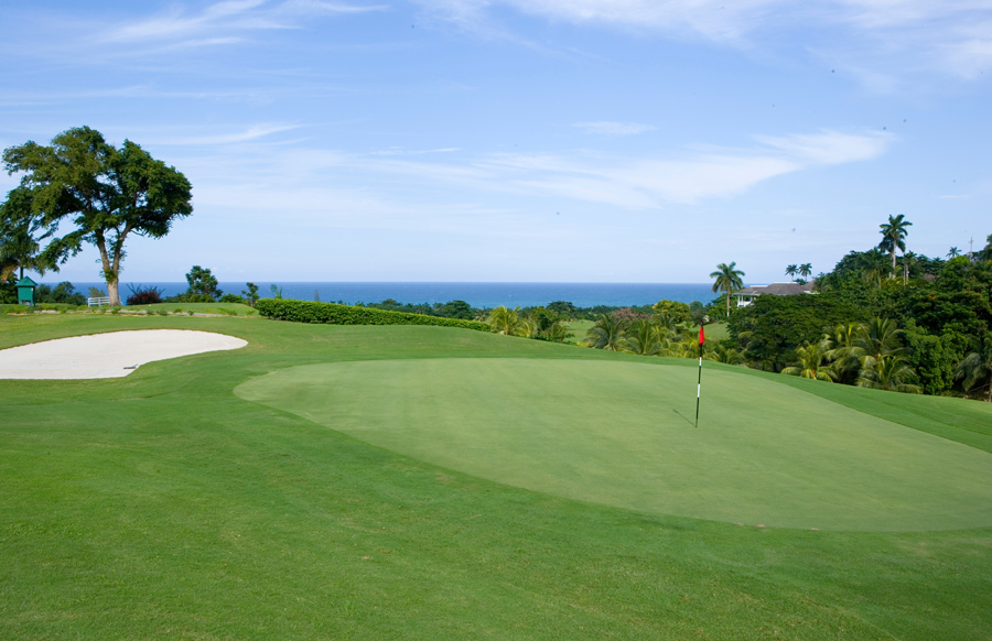 Significant is Haystack's location on the 2,200-acre Tryall Club and 18-hole championship golf course. Additional Club amenities include the beach club, fitness center, excellent tennis facil