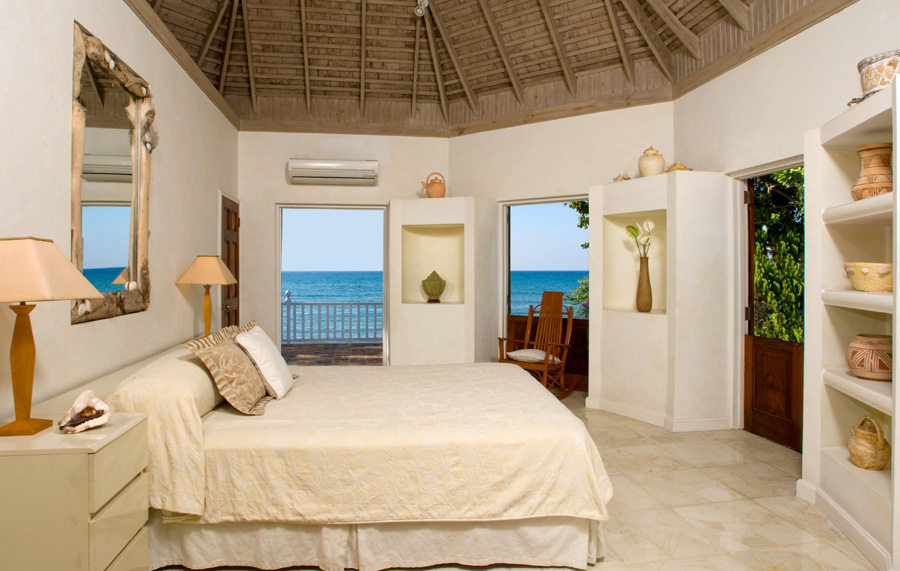 Upstairs are the kingsize bedroom, en-suite marble bathroom with oversize Travertine walk-in shower and ...