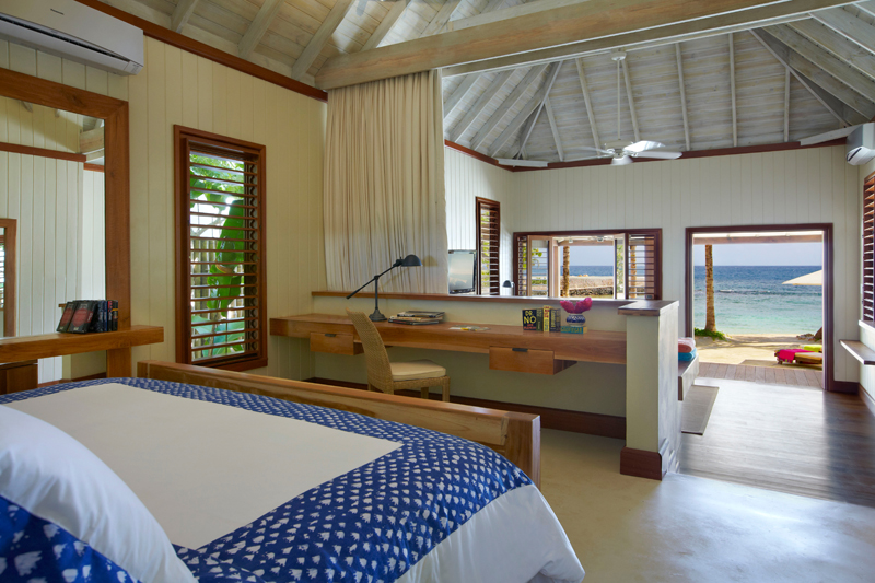 In both the 1- and 2-bedroom beach and lagoon villas, the kingsize bedrooms provide through-views over the beach to the sea. A sweet view for waking up each morning.