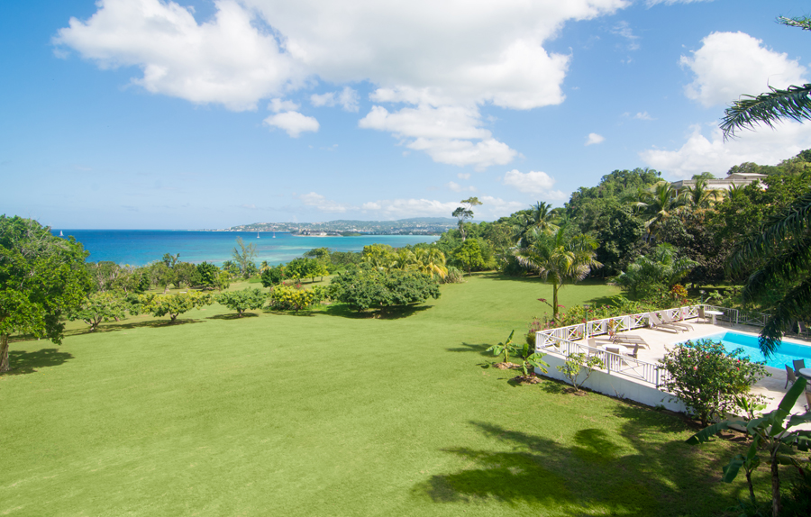 ... with sweeping views over the lawn, deep blue sea ...