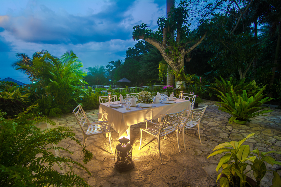 ... candlelight receptions on the terrace for 6 to 60 guests.