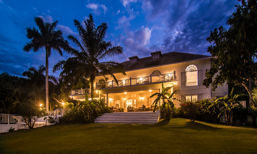 Five private acres of immaculate park highlighted by a 7,000-sq-ft staffed villa.  Come for a wedding, a week or more.   © Captions copyright Villas by Linda Smith © Images copyright Suki